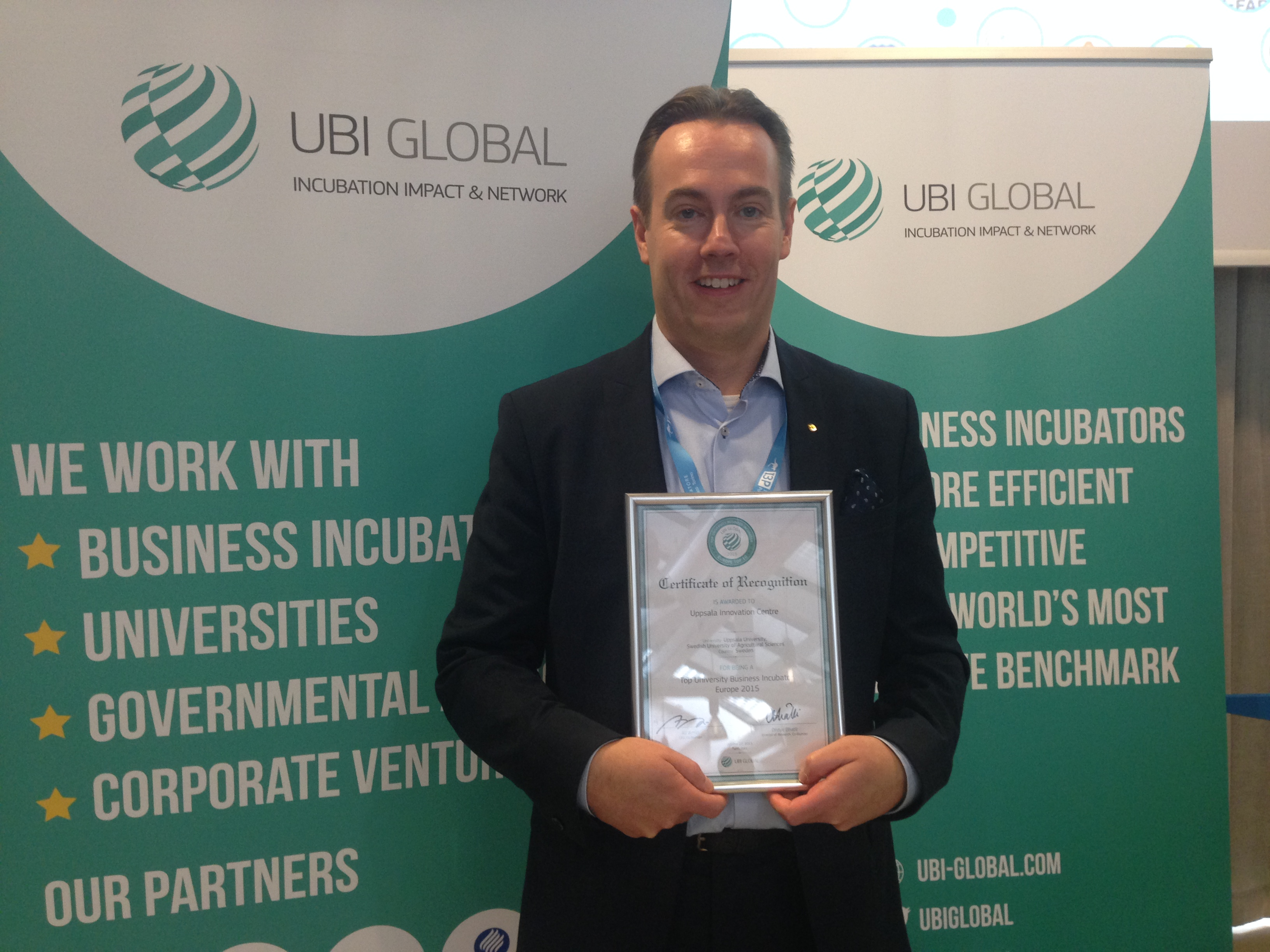 Uppsala Innovation Centre's CEO Per Bengtsson accepts the recognition as Europe's fifth best business incubator with a university affiliation, as listed by UBI Global Benchmark 2015.